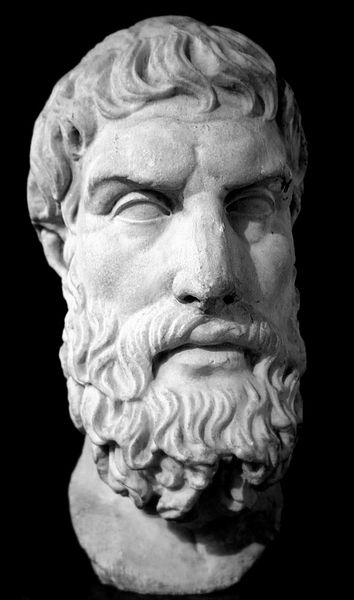 Romersk marmorbuste af Epikur. Kopi af en original græsk. Epikur var hedonist, hvilket betyder, at han betragtede velbehag - åndeligt såvel som fysisk - som målet for tilværelsen. Men, man misforstår hedonismen, hvis man tror, det drejer sig om overfladisk nydelse. Et velbehageligt liv er et klogt levet liv.