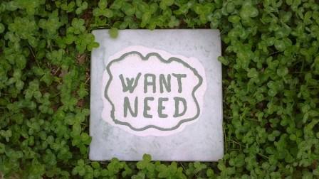 Want Need. En flise fra Cementmageren (bragt med Cementmagerens tilladelse), som meget fint opsummerer Epikurs pointe; det gælder om at skabe balance i mellem behov og ønsker. Du kan følge Cementmageren her: https://www.facebook.com/pages/Cementmageren/400762189938212?ref=ts&fref=ts