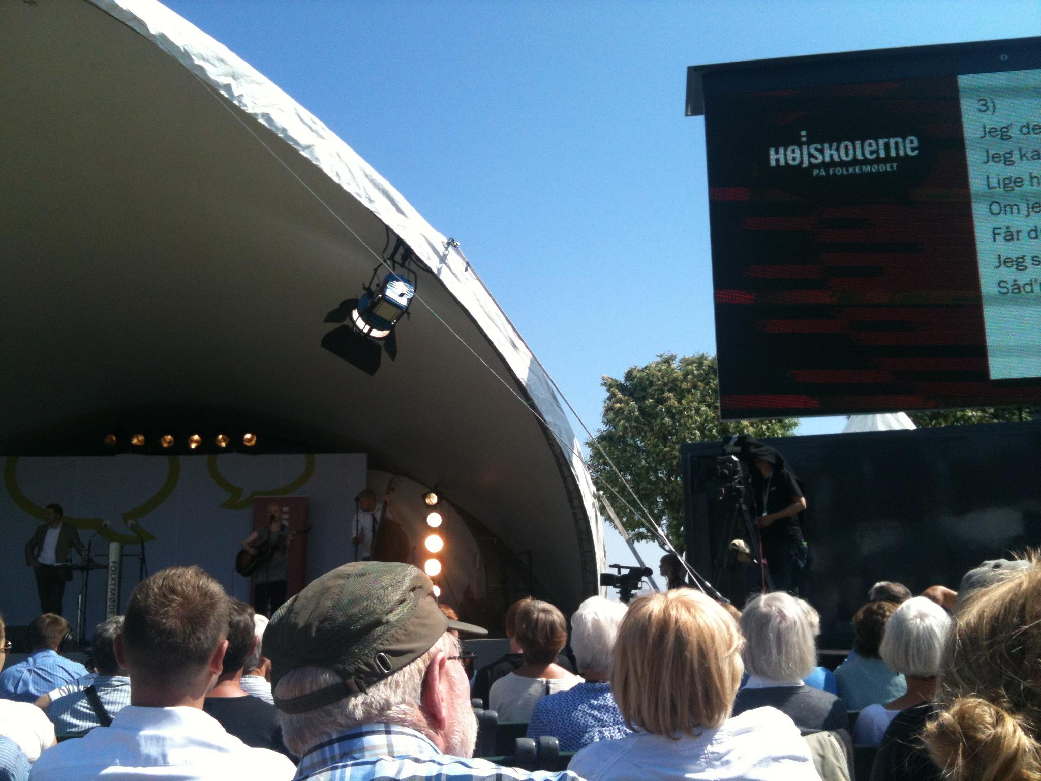 Solskin og blå himmel. Med Højskolerne til Folkemøde på Bornholm 2013.