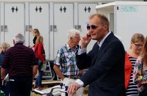 Peter Skaarup, Dansk Folkepartis gruppeformand på cykel på Cirkuspladsen på Folkemødet på Bornholm 2014. DF har aldrig lagt skjul på, at de går ind for direkte favorisering af bestemte befolkningsgrupper - og dermed diskriminerende. Nu spiller de andre røde samme melodi.
