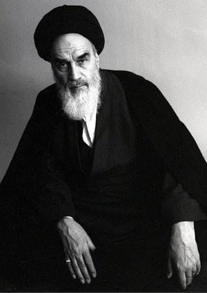 Ayatollah Seyyid Ruhollah Khomeini (1902-1989) var en iransk shia-muslimsk lærd og den politiske og åndelige leder af den Den iranske revolution som væltede den sidste shah Mohammad Reza Pahlavi.
