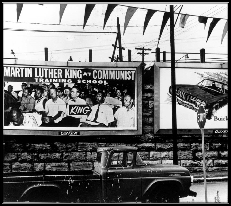 Anti Highlander billboard, Martin Luther King Jr. på kommunistskole. Kampagne mod Highlander folk School 1965. Foto fra Highlandercenter.org